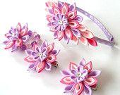 Flores de tela Kanzashi. Conjunto de 4 piezas. Color de rosa caliente, el teniente rosa y orquídeas.
