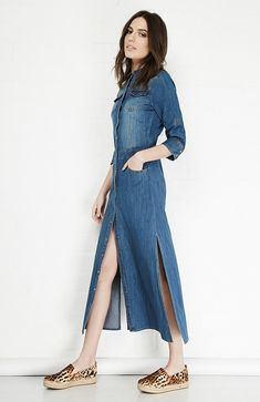 La moda denim nunca ha pasado de moda desde que se comercializó  #moda #denim #vestido #mujer #outfit