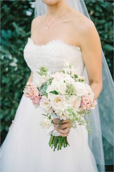 white and pink wedding bouquet #napawedding #destinationwedding #weddingchicks http://www.weddingchicks.com/2014/01/02/gold-and-white-wedding/