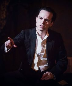 """acc0latus: """" ☐ HQ - Andrew Scott as Langley Collyer in 'The Dazzle'. 01 02 (photo /Marc Brenner) """""""