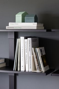 Pecasa – the smart shelf system that combines elegant design with outstanding flexibility Who knew s Home Office, Letter Rack, Shelf System, Clothes Rail, Dressing Area, Wood Design, Storage Solutions, Inventions, Bookends