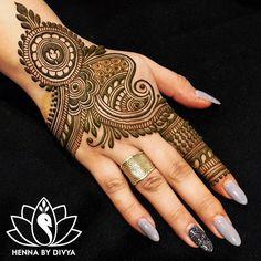 Collection of creative & unique mehndi-henna designs for girls Henna Hand Designs, Eid Mehndi Designs, Mehndi Designs Finger, Mehndi Designs For Girls, Stylish Mehndi Designs, Mehndi Designs For Fingers, Mehndi Patterns, Wedding Mehndi Designs, Mehndi Design Pictures