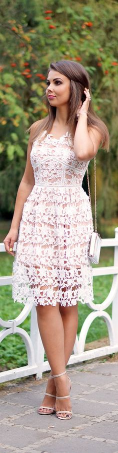 White Lace Dress / Fashion A Piece Of Anna