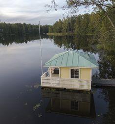 Näkymä Gallträsk-järvelle Kauniaisissa. Shed, Outdoor Structures, Cabin, House Styles, Outdoor Decor, Home Decor, Decoration Home, Room Decor, Cabins