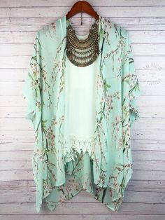 I LOVE this kimono- this is one of my favorite stitchfix items. It's one of my favorite colors and is so pretty. I love that it is romantic and can soften any look.