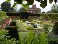 Formal Garden at Hampton Court English Cottage, English Garden Design, Royal Garden, Hampton Court, Formal Gardens, Garden Projects, Landscape Architecture, Beautiful Gardens, Magical Gardens