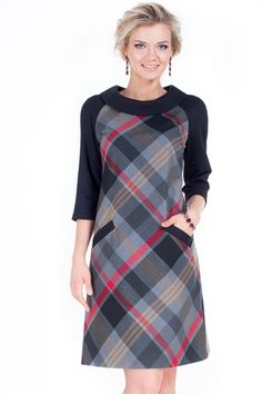 something I wore in high school - nostalgic Like the plaid, the collar, pockets and straight A line Modest Fashion, Hijab Fashion, Fashion Dresses, Mode Tartan, Mode Man, Tartan Fashion, Mode Hijab, Elegant Outfit, Dress Patterns