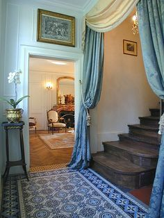 curtain for the stairs -Luxury accommodation Ile Saint Louis