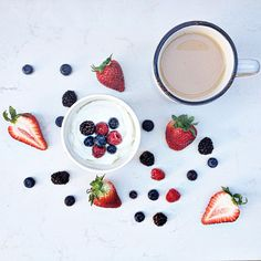 Rise and shine it's FRIDAY!!!! Greek yogurt, fresh berries and tea pour moi! Have a healthy breakfast & an amazing day!