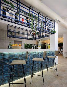 Love street cocktail bar by Tsaldari + Skarlakidis Architects | Photography: studiovd.gr / N.Vandinoudis-C.Dimitriou #skarlakidis #tsaldari #summer #architecture #interior #bluetiles #nar #details #cocktailbar #interiordesing #design #architectureporn #chalkidiki #hanioti #lovestreet #studiovd.gr #vavdinoudis #zartaloudis #fullgreen #green