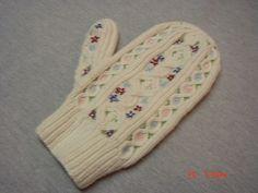 Ravelry: Tyrolean Mittens pattern by Marcia Lewandowski Red Mittens, Lewandowski, Mittens Pattern, Knitted Gloves, Hand Warmers, Ravelry, Knit Crochet, Wool, Blanket
