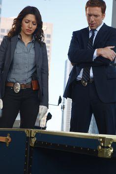 "tv series ""Life"" - Damian Lewis as Det. Charlie Crews and Sarah Shahi as Det. Dani Reese"