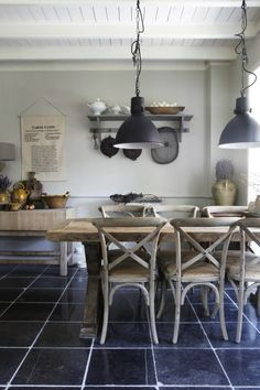 I love the colour palette.charcoal floor and greyish walls! Country Interior, Kitchen Interior, Kitchen Lamps, Interior Styling, Interior Design, Modern Country, Apartment Living, Home Kitchens, Sweet Home