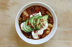"""Jeg har nævnt min veganske chili """"con carne"""" et par gange herinde, og mange af jer har efterspurgt en opskrift, så den skal I få! Det er en af mine livretter – sådan rigtig comfort... Read More"""