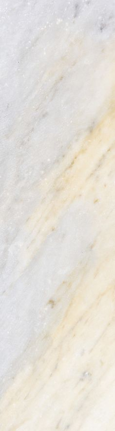 Golden tones take the stage in this marble wallpaper design. This stunning design would look lovely at the end of hallway spaces, giving maximum impact with little effort.