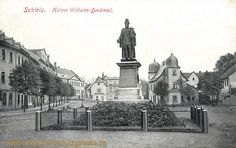 Schleiz, Kaiser Wilhelm Denkmal am Neumarkt. Dahinter die Alte Münze.