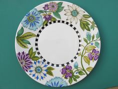 Plato Seda #1. Diseño y pintura Maria Cassina. Pottery Painting, Ceramic Painting, Ceramic Art, Ceramic Plates, Painted Plates, Hand Painted Ceramics, Service Assiette, Diy Tableware, Paint Your Own Pottery