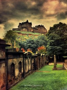 Edinburgh Castle (10+ Pics)/ I've never seen this view before, so that's nice enough, but then the fabulous color, including the slight desaturation! Marvie :)