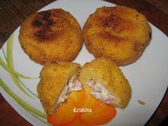 Reteta culinara Găluşte de mămăligă cu şuncă şi ciuperci din categoria Aperitive / Garnituri. Specific Romania. Cum sa faci Găluşte de mămăligă cu şuncă şi ciuperci Rum, Romanian Food, Baked Potato, Tapas, Deserts, Muffin, Veggies, Food And Drink, Baking