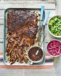 Low Carb Recipes To The Prism Weight Reduction Program Mexican-Style Barbecued Beef Brisket With Quick-Pickled Onions Onion Recipes, Mexican Food Recipes, Beef Recipes, Cooking Recipes, Quick Pickled Onions, Dried Chillies, Brisket, Mexican Style, Cooking Time