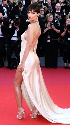 Cannes Film Festival 2017 Best Dresses from the Back - Emily Ratajkowski in Twinset Red Carpet Dresses, Satin Dresses, Sexy Dresses, Gowns, Iconic Dresses, Glamorous Dresses, Beautiful Celebrities, Gorgeous Women, Emily Ratajkowski Style