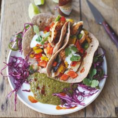 #recipeoftheday from my new book! fish tacos with a game-changing kiwi, lime & chilli salsa! Just one haddock fillet provides us with a source of seven different essential vitamins and minerals, plus this colourful dish gives us three of our 5-a-day!! Hit the link in my profile to get the recipe and watch me cook this one on the new show tonight on Channel 4 at 8pm JO xx #JamiesSuperFood #lunch #