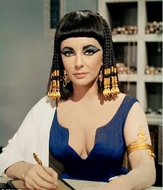 """Elizabeth Taylor as 'Cleopatra'. The truly idiotic quotes from Cleopatra, the 1963 movie; Cleopatra (Liz Taylor) seducing Caesar (Rex Harrison):""""My breasts are full of love and life. Such women, they say, have sons"""". Cleopatra Makeup, Egyptian Makeup, Queen Cleopatra, Egyptian Era, Egyptian Things, Egyptian Fashion, Egyptian Beauty, Egyptian Women, Egyptian Goddess"""