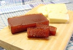 Membrillo casero. Cómo hacer dulce de membrillo Gourmet Recipes, Sweet Recipes, Dessert Recipes, Cooking Recipes, Membrillo Recipe, Spanish Desserts, Spanish Food, Julia, Sugar And Spice