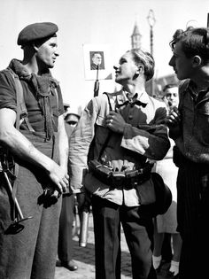 Trooper of the Royal Canadian Army Service Corps talks with two young members of the Belgian Resistance in Bruges, Canadian Soldiers, Canadian Army, British Soldier, Ww2 History, World History, Royal Canadian Navy, O Canada, Army & Navy, Historical Pictures