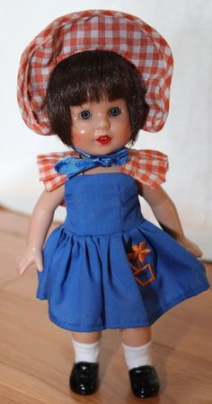 """Mariquita Perez Doll **approx 8"""" tall** RARE Mariquita Pérez is a Spanish fashion doll thought up by Mrs. Leonor Coello de Portugal in 1938. It was the most famous doll of the forties and fifties in Spain, and was produced until 1976. They have been made of papier mache, plastic, vinyl, and china. A new model is being sold today in Spain. ~$20"""