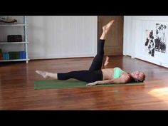 How to Do a Scissor Crunch - YouTube