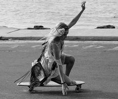 beach-fashion-girl-skate-street