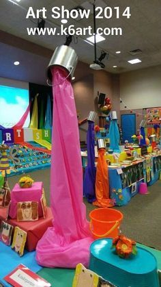 Spilled paint decorations - fun idea for an Art party or Art classroom display. Library Displays, Classroom Displays, Art Classroom Decor, Book Displays, Middle School Art, Art School, High School, Maker Fun Factory Vbs, Classe D'art