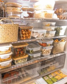I love seeing a perfectly organized fridge! ⠀ ⠀ As much as I love clear bins, I enjoy looking at other ty I love seeing a perfectly organized fridge! ⠀ ⠀ As much as I love clear bins, I enjoy looking at other types of containers to store food. Fridge Storage, Refrigerator Organization, Kitchen Organization Pantry, Home Organisation, Kitchen Pantry, Organization Hacks, Kitchen Decor, Organized Fridge, Kitchen Storage