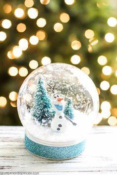 DIY Disney Frozen Olaf Snow Globe - waterless snow globe craft for kids. Snow Globe For Kids, Kids Globe, Christmas Snow Globes, Kids Christmas, Christmas Crafts, White Christmas, Christmas Baskets, Christmas Wreaths, Christmas Wrapping