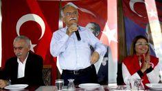 Bayraklı Belediye Başkanı Hasan Karabağ, Havuz Düğün Salonu'nda DİSK üyesi belediye çalışanları ile bir araya geldi.