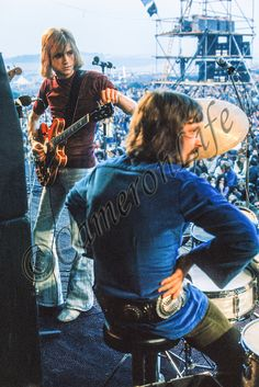 Justin Hayward and Graeme Edge on stage at the 1970 IW Festival Justin Photos, Justin Hayward, Uk Images, Moody Blues, Blue Band, Isle Of Wight, Photo Library, Playing Guitar, Pink Floyd