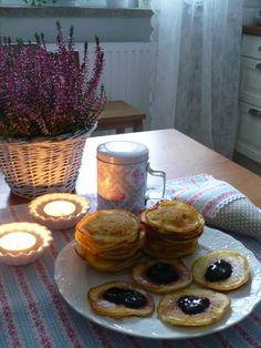 Tvarohové lívance Czech Recipes, Pancakes, Czech Food, Snacks, Breakfast, Sweet, Pizza, Tea, Morning Coffee
