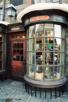 owl post, wish cities really looked like Diagon Alley!