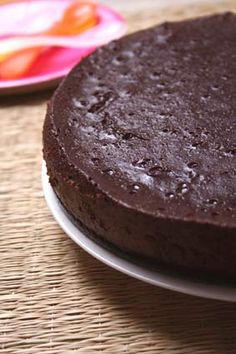 Chocolate Idiot Cake (Flourless Chocolate Cake) recipe by David Lebovitz Flourless Chocolate Cakes, Gluten Free Chocolate, Chocolate Butter, Sweet Recipes, Cake Recipes, Dessert Recipes, Just Desserts, Delicious Desserts, Decadent Chocolate Cake