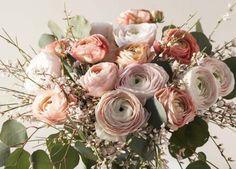 Store og vakre Clooney ranunkler. Floral Wreath, Wedding Inspiration, Wreaths, Flowers, Plants, Home Decor, Floral Crown, Decoration Home, Door Wreaths