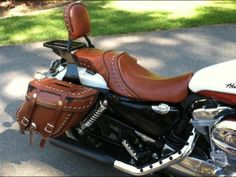 2012 Sportster Seats | Sportster | Leatherworks | Leather Saddlebags | Motorcycle Saddlebags, Love the brown seat n bags.