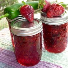 Jalapeno Strawberry Jam out of 4 c crushed strawberries 1 c minced jalapen… Jalapeno Strawberry Jam out of 4 c crushed strawberries 1 c minced jalapeno peppers c lemon juice 1 pkg powdered fruit pectin 7 c sugar 8 half pint canning jars, lids, rings Chutneys, Strawberry Jam Recipe, Strawberry Butter, Strawberry Preserves, Strawberry Jelly, Jam And Jelly, Jelly Recipes, Jalapeno Recipes, Healthy Foods