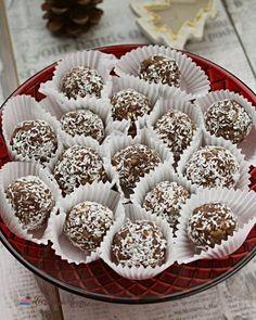 Prăjitură Crăiasa Zăpezii - cu blat din albușuri, cremă de vanilie și ciocolată - Lecturi si Arome Romanian Food, Mini Cupcakes, Biscuits, Caramel, Cheesecake, Deserts, Muffin, Cookies, Breakfast