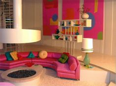 Sunken living room white shag carpet & circular fucshia pink sofa plus bonus pts for the spiral staircase on the left Casa Retro, Retro Home, Retro Interior Design, Best Interior, Sunken Living Room, My Living Room, Rosa Sofa, Down With Love, Pink Sofa