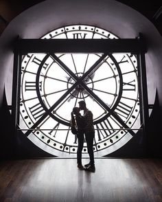 """WEBSTA @ artthuro87 - Eres mi rincón favorito de Paris...._________________________________________________Foto mítica de esta famosa y antigua estación de trenes ahora reconvertida en museo: el Museo d'Orsay.  Un poco de paciencia y un par de """"fotógrafos voluntarios"""" después...conseguimos lo que buscábamos. ¿Os gusta? Un trocito de Paris, la ciudad del amor 😜 Buenas noches!!_________________________________________________ #worldunion #worlderlust #worldbestgram #welivetoexplore…"""