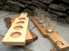 Items similar to Solid Oak, dovetailed, beer flight carrier and tasting stand (Includes Glasses) on Etsy Wedding Gifts For Groomsmen, Groomsman Gifts, Craft Beer Glasses, Engraved Beer Glass, Wooden Beer Mug, Personalised Glasses, Diy Bar, Craft Show Ideas, Diy Pallet Projects