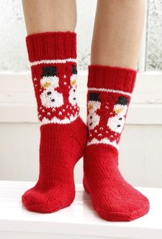 Crochet Patterns Socks 16 adorable knitted christmas socks and gloves with free patterns … Knitting Patterns Free, Free Knitting, Crochet Patterns, Knitted Socks Free Pattern, Drops Design, Drops Baby, Sock Crafts, Diy Crafts, Christmas Knitting