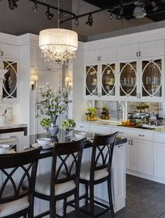 Naperville Display traditional kitchen by Jane Kelly, Designer for Airoom LLC