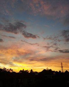 Golden sunrise mengawali bulan Juni  #sunrise #sky #nature #landscape #rooftop #goldensunrise #morning #yogyakarta by roroasyu